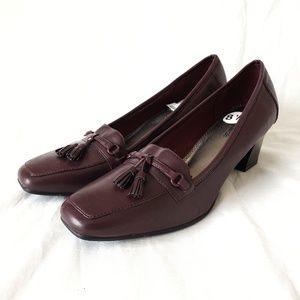 Maroon heeled tassel loafers